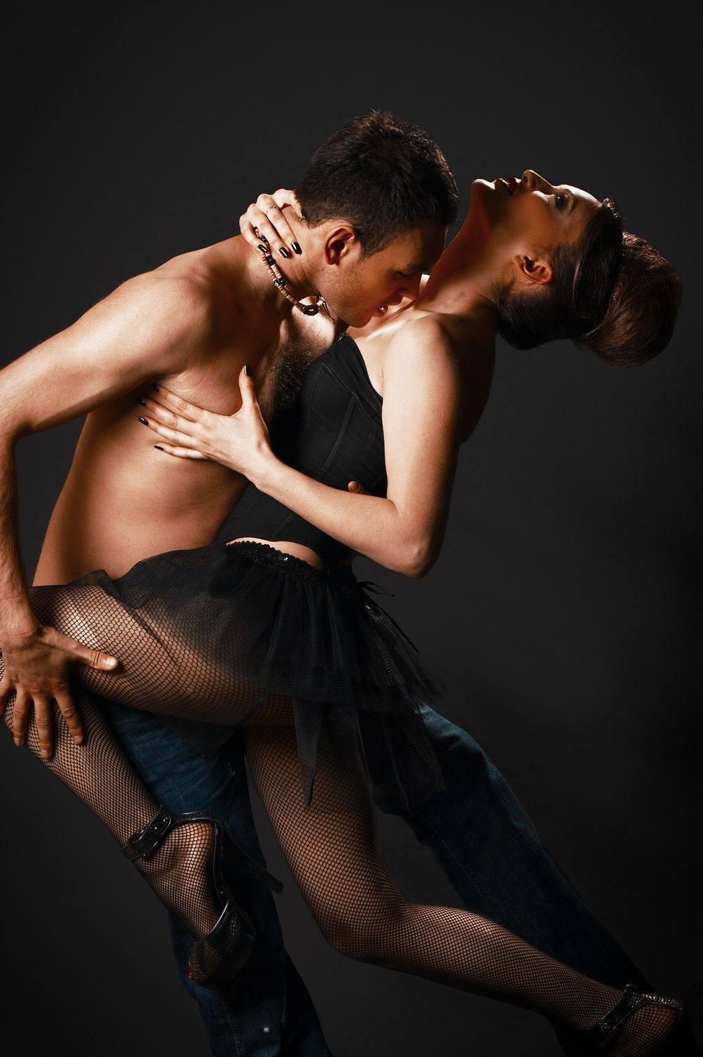 porno-v-doma-tango-krasotka-strastno-soset