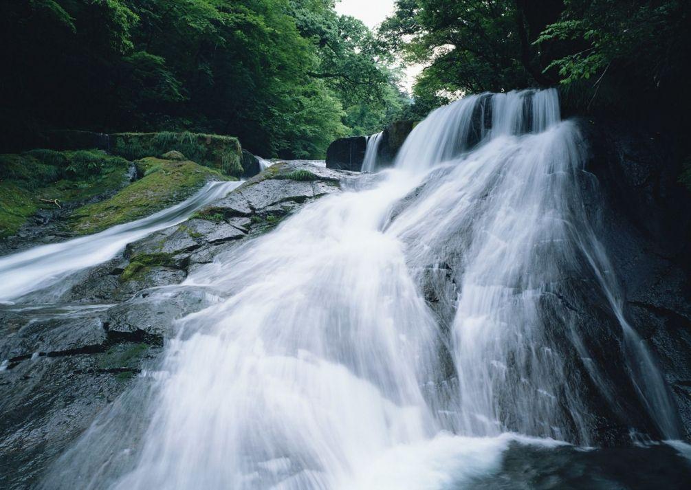 Водопад в горах, сладкие попы дагестанок
